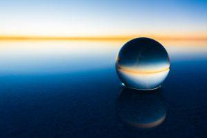 日の出と水晶